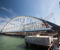 Сроки операции по монтажу автодорожной арки Крымского моста могут продлить еще на месяц
