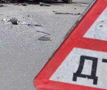 В Феодосии иномарка врезалась в припаркованную фуру