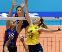 Феодосийские волейболистки провели первые игры