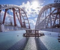 Крымский мост обнесут забором