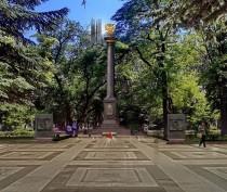 Феодосийцы продолжают настаивать, что стеле не место возле кинотеатра «Крым»