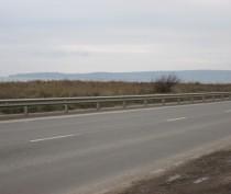 На феодосийском участке трассы Симферополь-Керчь установили отбойники