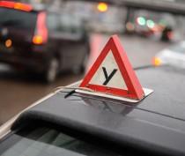 Одна из феодосийских автошкол учила водить на неисправных машинах