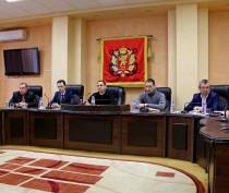 Жители двух керченских домов пообщались с министром строительства и архитектуры