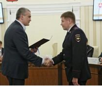 Глава Крыма вручил награду начальнику феодосийской полиции