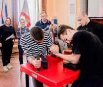 В Феодосии прошли соревнования по армрестлингу