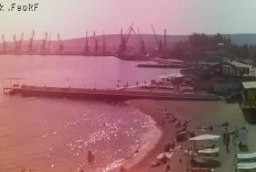 Феодосия. Веб-камера Феодосии - Вид на порт и маяк
