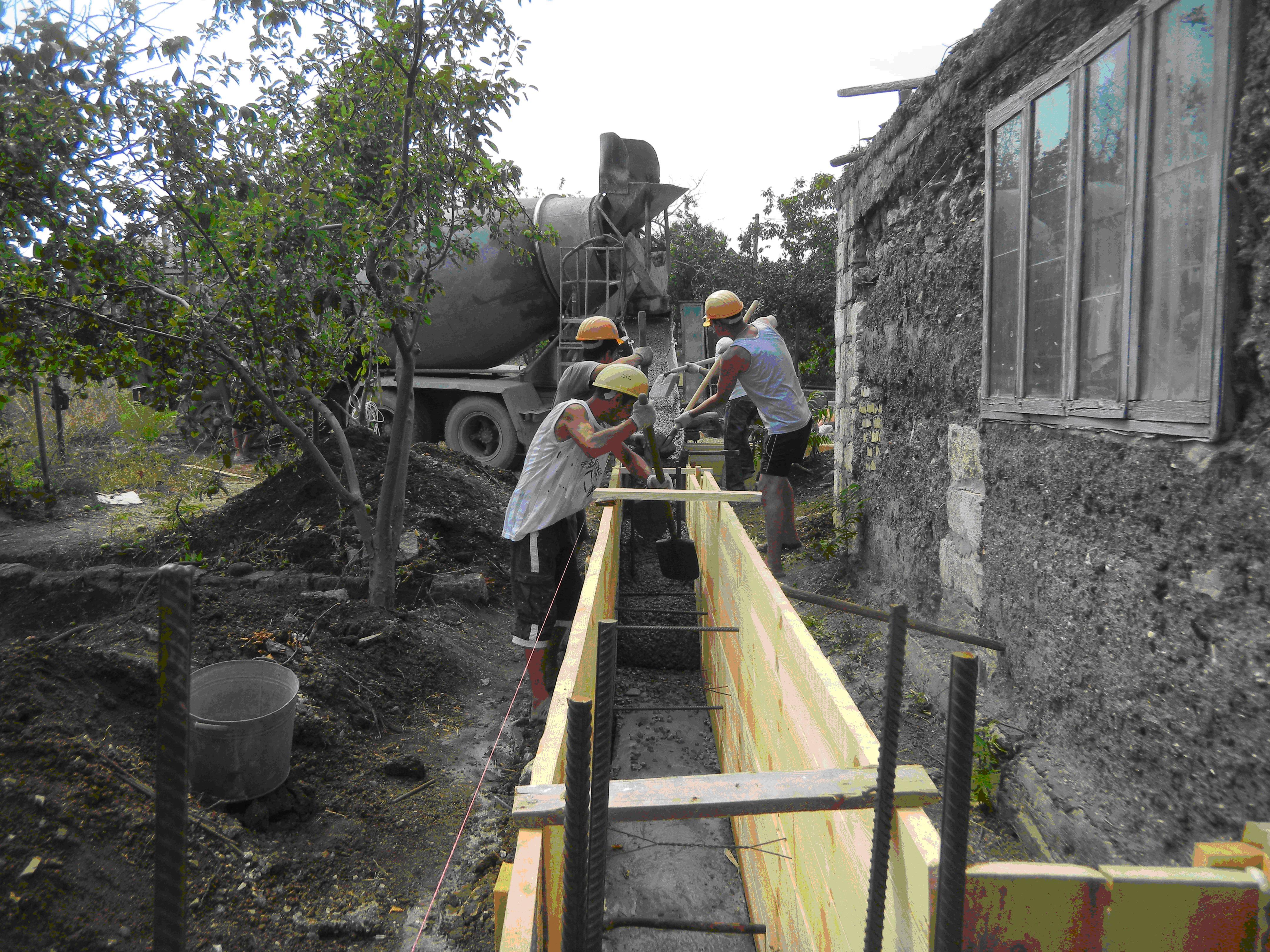 Любые виды строительных работ от фундамента до крыши. Земля, бетон, кладка, отделка, утепление фасадов, кровля, гидроизоляция, подпорные стены, тротуарная плитка. Беседки, сараи, гаражи, заборы, колодцы