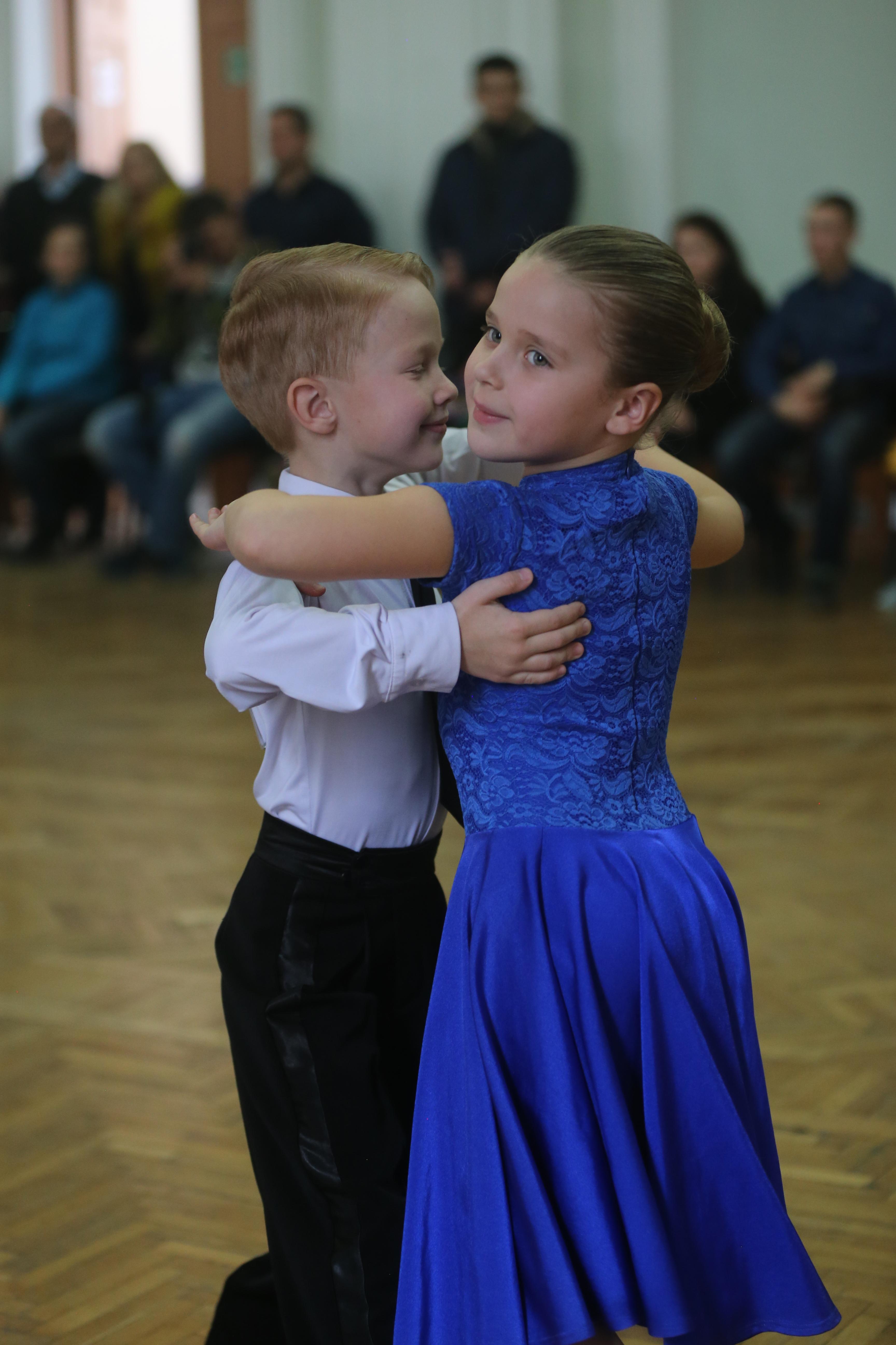 «Школа бального танца» для начинающих, дети 5-9 лет (соло, пары)