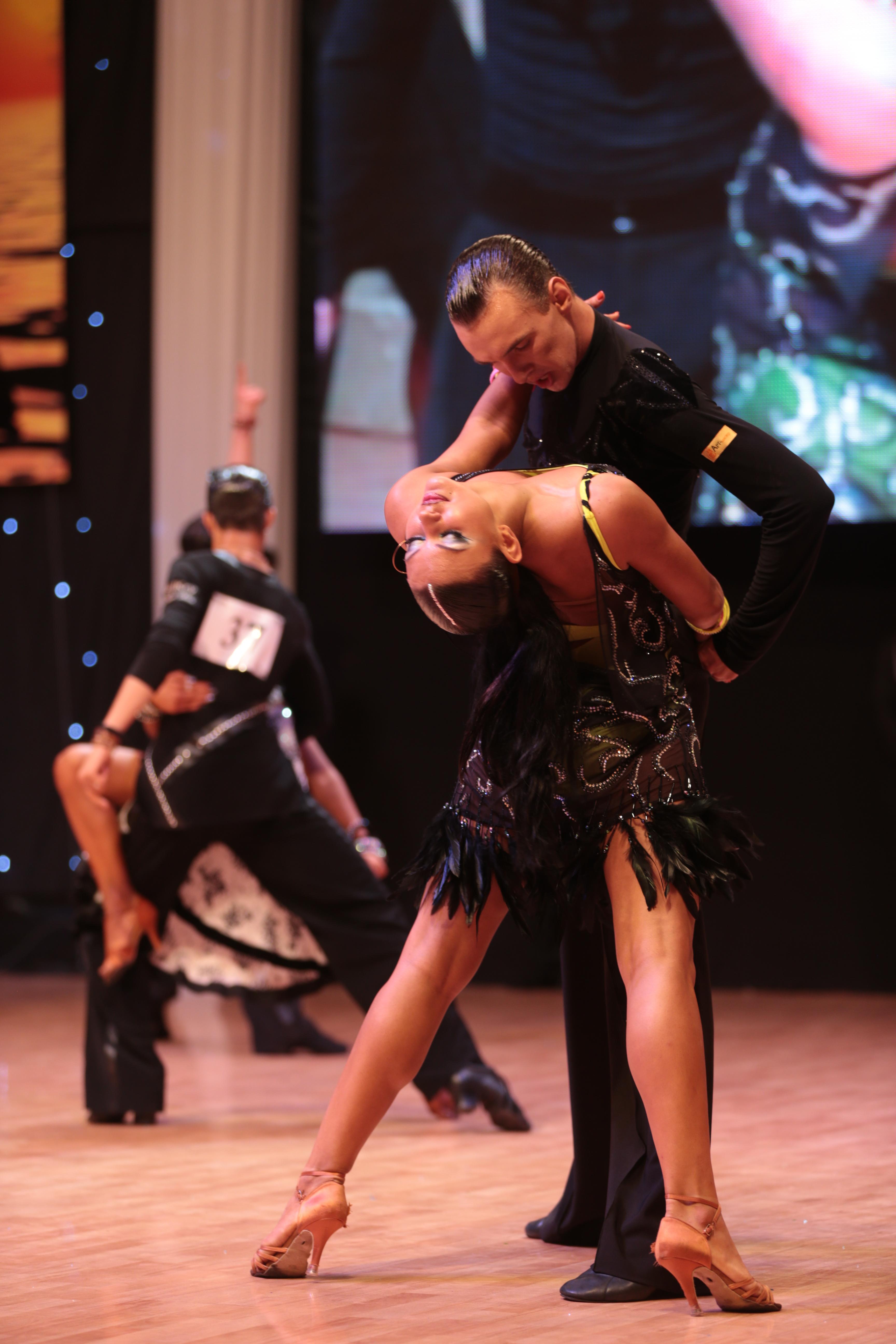 «Спорт-класс» - танцевальный спорт, латино-американская программа , 11-17 лет (пары)
