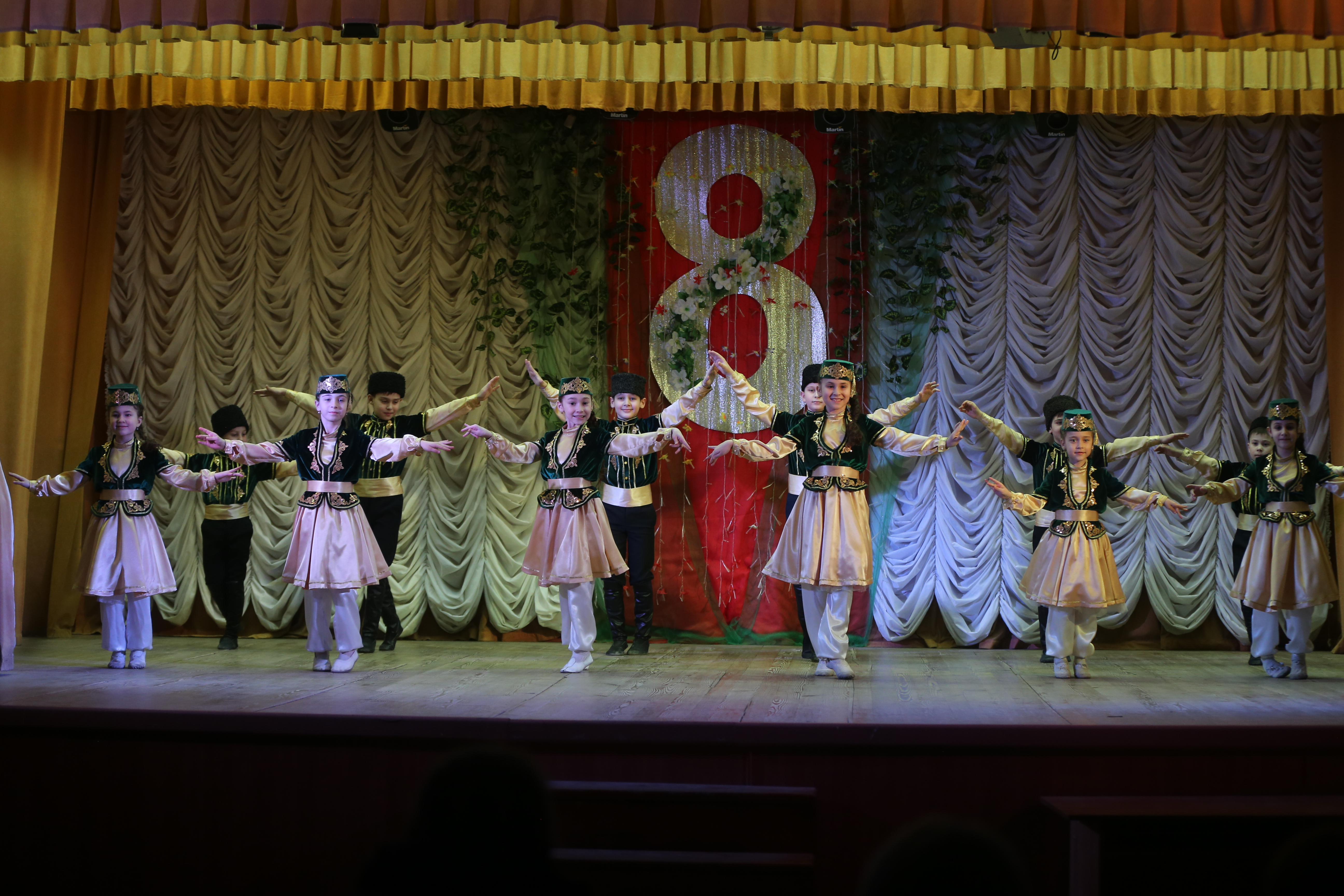 «Есмам» - танцы крымско-татарского народа - дети с 5 лет (соло, ансамбль)